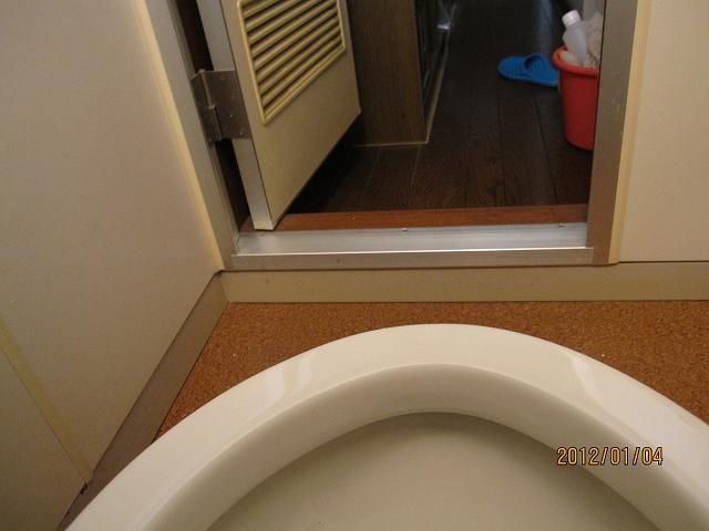 トイレ尿石除去剤 「デオライトSS」 の効果 [写真提供:だんな様]
