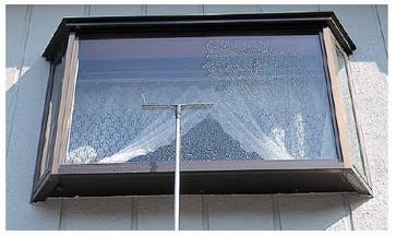 スクイジーでのガラス清掃